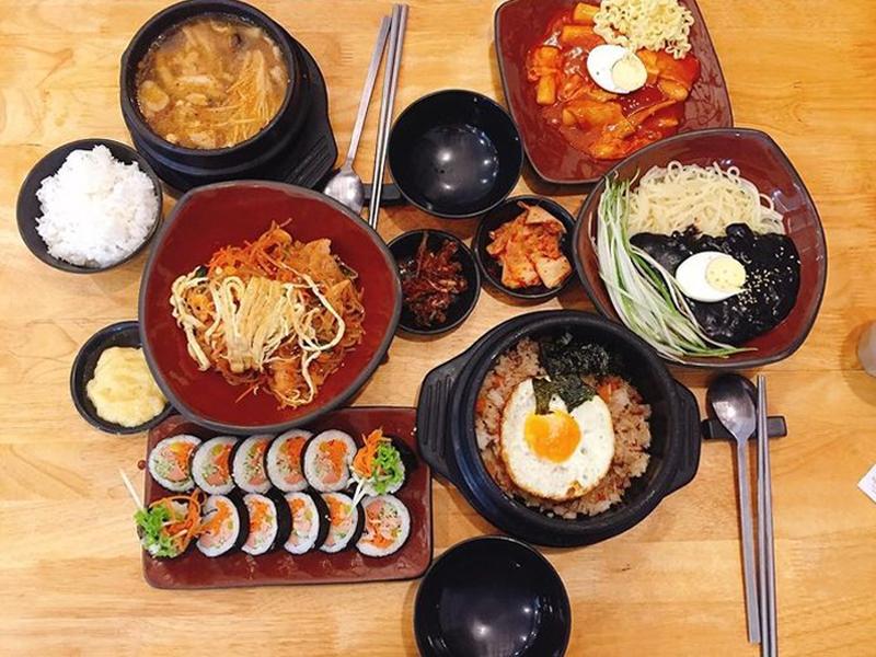 Busan với nhiều món ăn chuẩn Hàn, đơn giản nhưng đầy đủ khẩu vị.