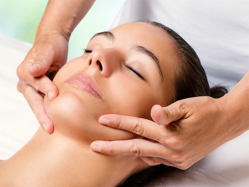 Cách massage mặt đúng giúp mang đến sự tươi trẻ cho khuôn mặt