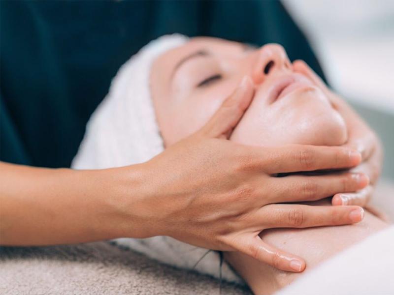 Cách massage mặt đúng giúp 2 bên gò má đầy đặn