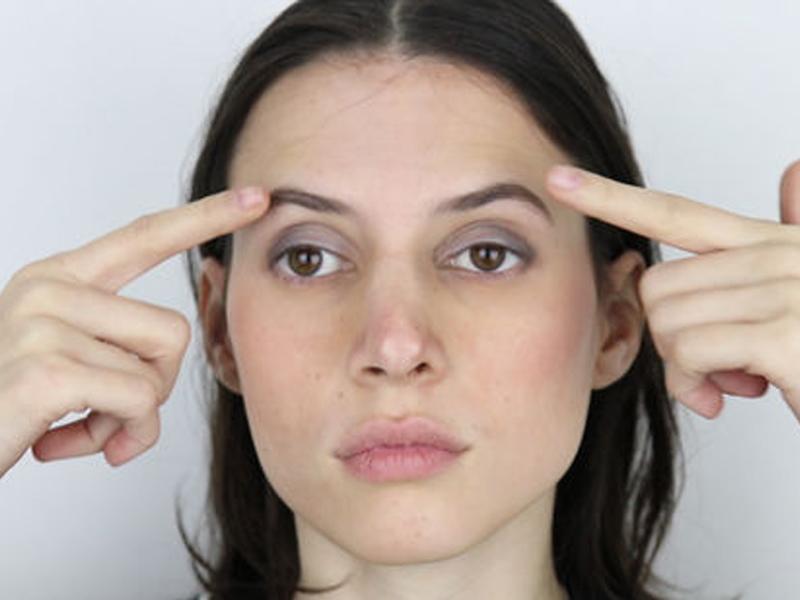 Cách massage mặt đúng giúp chống lão hóa cho đôi mắt