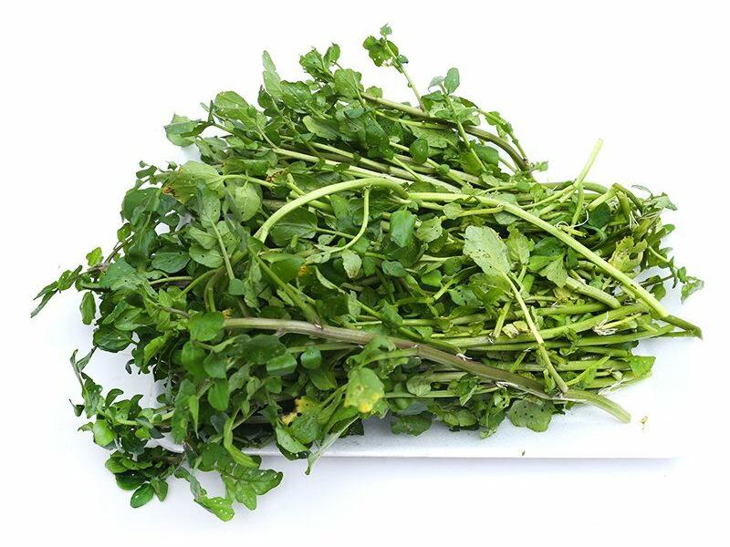 Cải xoong chưa nhiều dưỡng chất như vitamin B1, B2, B6, C và E cũng như các khoáng chất như mangan, caroten, kali.