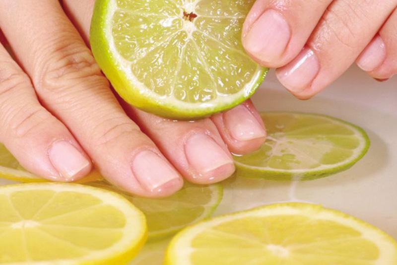 Giữ móng tay sạch và sáng bóng