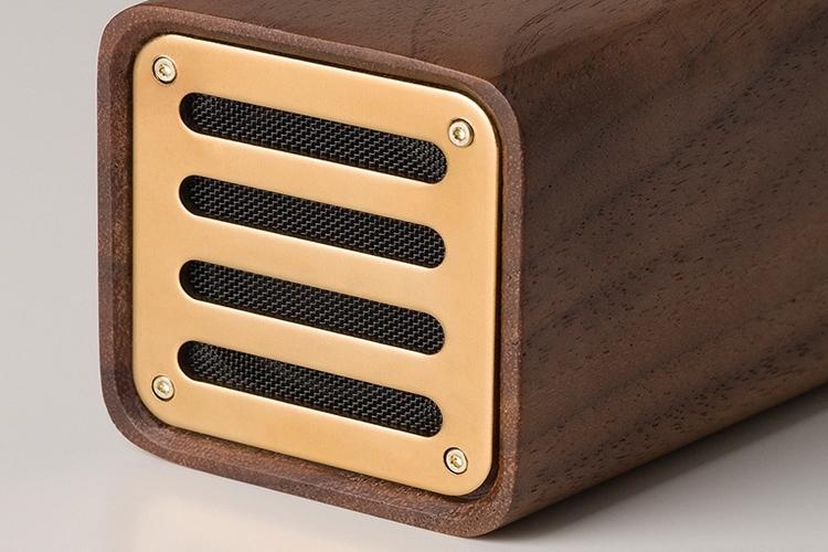 Loa làm bằng gỗ óc chó