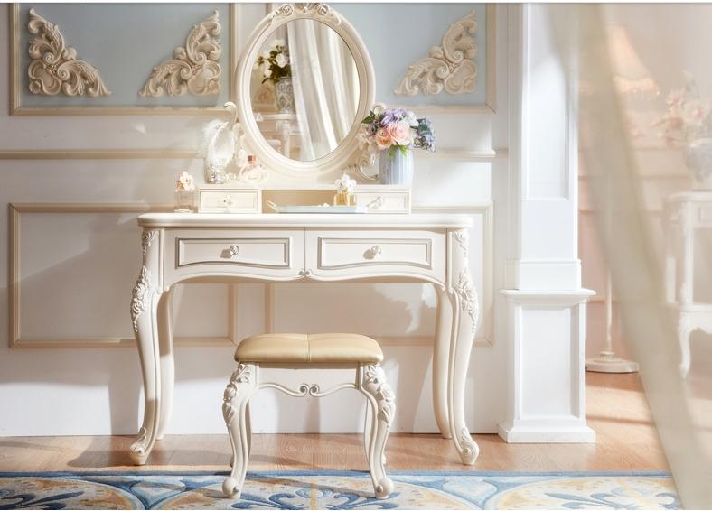 Mẫu bàn trang điểm đẹp với gam màu trắng quyến rũ