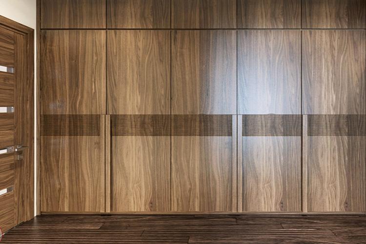 Tủ áo làm từ gỗ óc chó