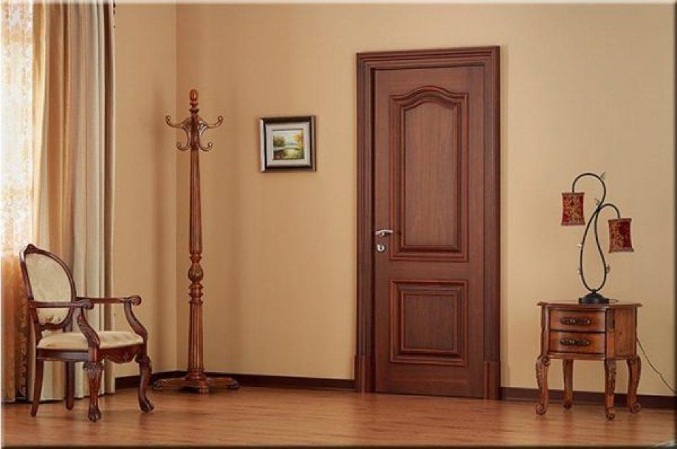 Mẫu cửa gỗ phòng ngủ đẹp, được làm từ gỗ tự nhiên
