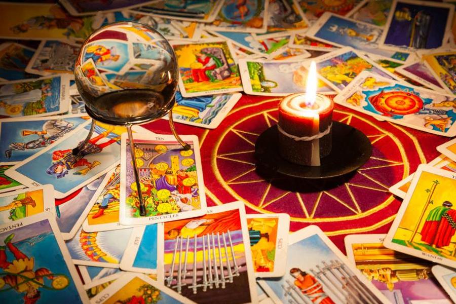 Bài Tarot có thể được sử dụng để giải quyết các vấn đề người đọc đang gặp phải trong cuộc sống.
