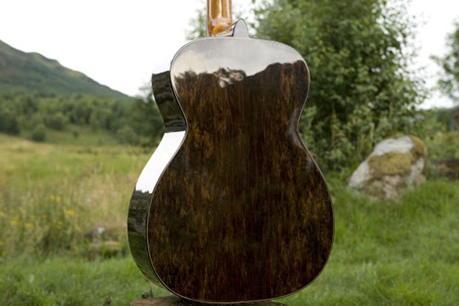 Nhạc cụ làm từ gỗ đen Châu Phi.