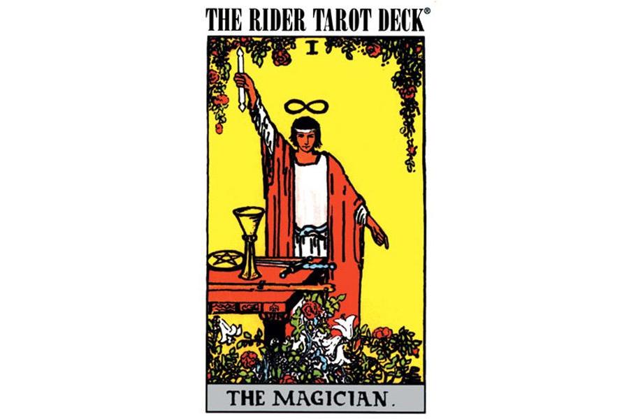 Chuẩn bài Tarot thông dụng nhất hiện nay là Rider Waite Smith.
