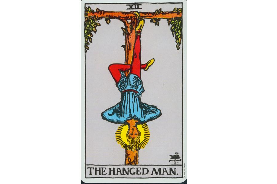 Lá bài The Hanged Man trong Tarot theo chuẩn Rider Waite Smith
