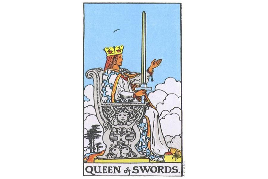 Lá bài Queen Of Swords trong Tarot theo chuẩn Rider Waite Smith