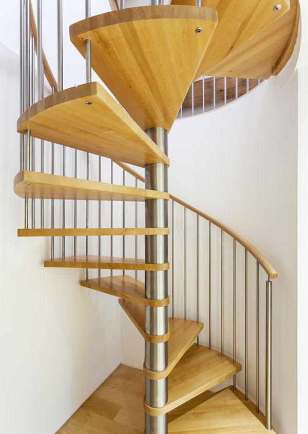 Cầu thang xoắn gỗ đẹp trụ bằng inox