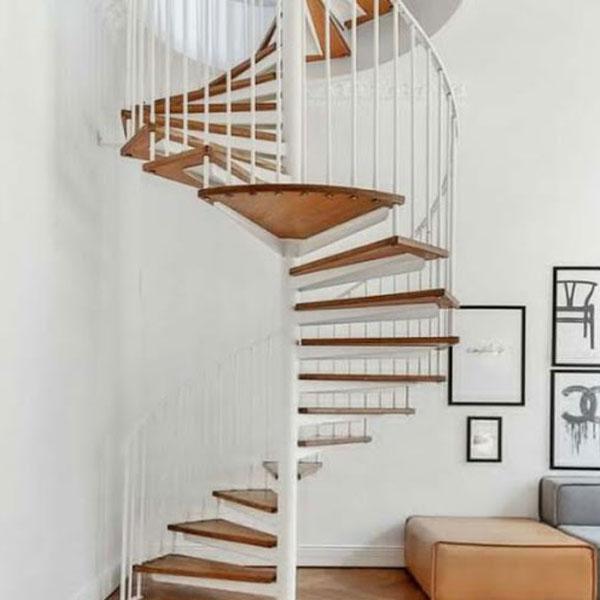 Cầu thang kết hợp kim loại và mặt gỗ cao cấp