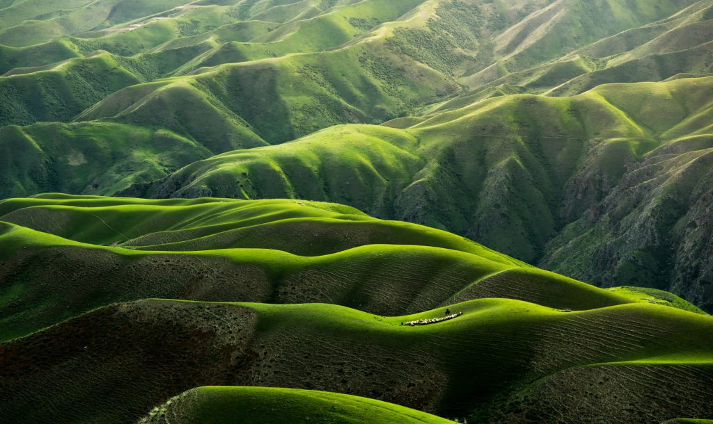 Hình nền về núi đồi xanh đẹp (kích thước lớn 1950x1300)
