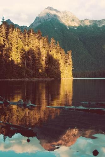 Hình nền về cảnh sông nước lãng mạn cho iPhone 6, iPhone 6S, iPhone 6 Plus