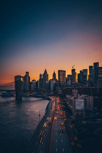 Hình nền iPhone XS đẹp mê ly cảnh về đêm của thành phố