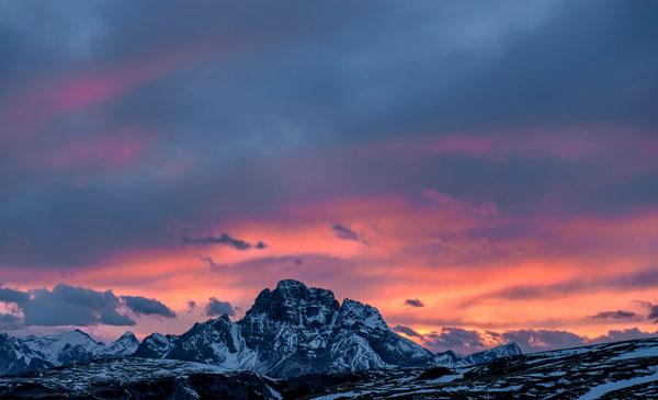 Hình nền dành cho máy tính cảnh đồi núi chất, rực đỏ