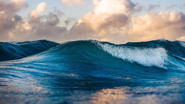 Hình nền dành cho máy tính sóng biển nhấp nhô
