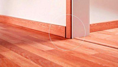 Len gỗ chân tường